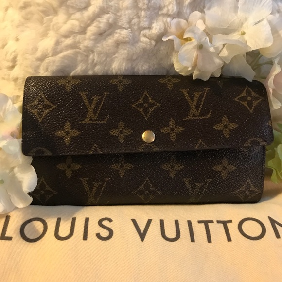 Louis Vuitton Handbags - ⭐️AUTHENTIC LOUIS VUITTON SARAH WALLET!⭐️